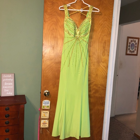 Green prom dress on home design, home cell phones, home roof systems, home health, home decor, home upholstery fabric, home appliances, home windows, home sofa sleepers, home garden ideas, home funeral services, home countertops, home mirrors, home bed, home furnishings, home garden trees, home kitchen, home art collection, home walls,